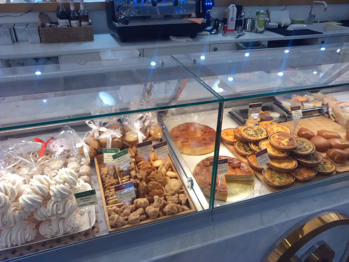 Настольные витрины для выпечки в кафе или пекарню