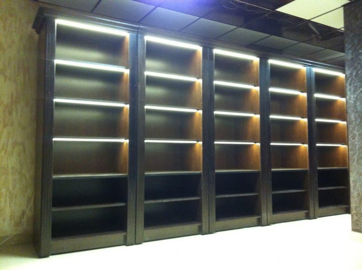 Шкаф для фирменного алкоголя с фризом и подсветкой V 021